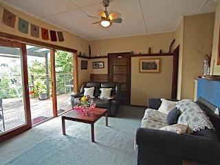 Comfortable 2 bedroom Bermagui Cottage with Deck - Bermagui vacation rentals