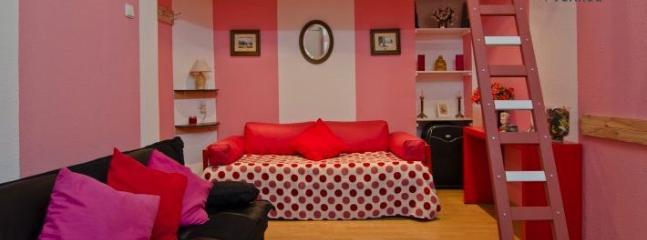 Living Room  - Cayenne Pink Apartment - Lisbon - rentals