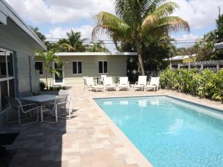 1 Bedroom Apt solar heated Pool and close to Beach - Fort Lauderdale vacation rentals
