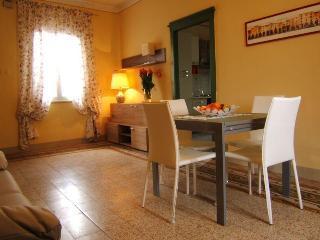 Casa vacanze da Wally - Monte San Quirico vacation rentals