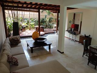 Cheap villa walking distance from Kuta beach Bali - Kuta vacation rentals