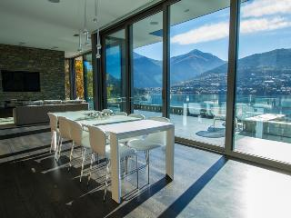 Gorgeous 4 bedroom Queenstown House with Deck - Queenstown vacation rentals