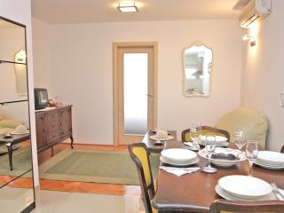 Apartment Lucy - Split vacation rentals