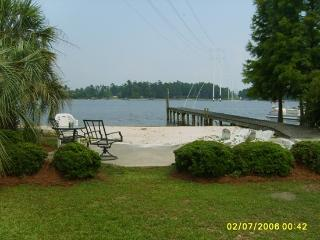 Best White Sandy Beach On Lake Marion (Hill) - Davis Station vacation rentals