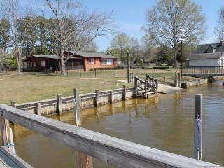 Quaint waterfront at Potato Creek (Moore home) - Davis Station vacation rentals