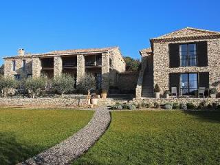 Eco-friendly Villa Mas de Gordes with walking path, great views and housekeeping - Gordes vacation rentals