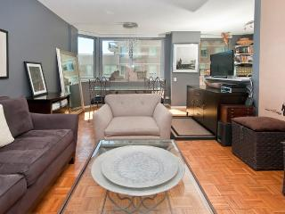 Convenient Midtown East  apt in luxury building - New York City vacation rentals
