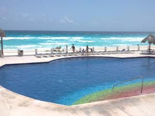 Hotel Zone 3 bedrm. beautiful condo in the beach - Cancun vacation rentals