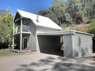 Romantic 1 bedroom Tawonga South Cottage with Deck - Tawonga South vacation rentals