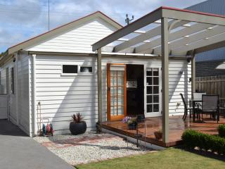 Charming Cottage with Deck and Internet Access - Geelong vacation rentals