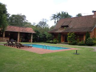 Beautiful Home Luxurious in Gated Community - Carapicuiba vacation rentals
