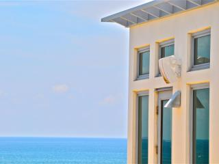 Fabulous contemporary townhome 2 steps from the beach! - Pompano Beach vacation rentals