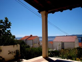Garden apartment with stone terrace and sea view - Bol vacation rentals