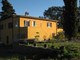 Vecchio Casale big house, sleeps 8, garden and terrace - Procchio vacation rentals