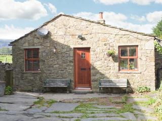 WAGON HOUSE, stone-built, detached cottage, pet-friendly, romantic retreat, woodburner, in hamlet location, near Horton-in-Ribblesdale, Ref 30098 - Horton-in-ribblesdale vacation rentals