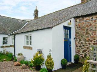AKELD COTTAGE, pets welcome, WiFi, complimentary horse riding, detached cottage near Wooler, Ref. 904419 - Chathill vacation rentals