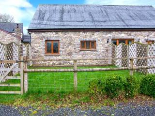 RIVERSIDE BARN, stylish cottage with garden, paddock, games room, close walking, Gilwern Ref 905876 - Llangynidr vacation rentals