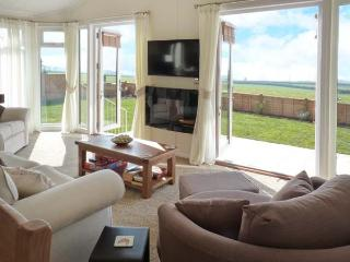 ELWORTHY LODGE, detached lodge on working farm, all on ground floor level, parking, enclosed garden, near South Molton, Ref 906446 - South Molton vacation rentals