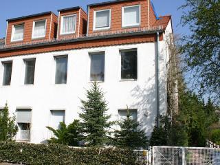 Vacation Apartment in Berlin-Spandau - 323 sqft, cute, central, quiet (# 5088) - Falkensee vacation rentals