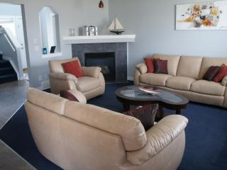 Furnished home for 8 with cable, wifi, phone, Wii - Calgary vacation rentals