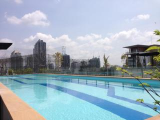 1BR Apartment BTS Eakamai at convenience location - Phra Pradaeng vacation rentals