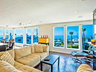 Urban-chic penthouse with expansive ocean views. - La Jolla vacation rentals