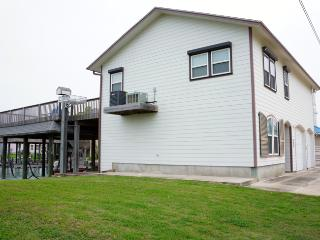 Convenient 4 bedroom Port O Connor House with Television - Port O Connor vacation rentals