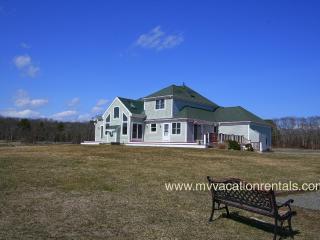 Nice 4 bedroom Oak Bluffs House with Deck - Oak Bluffs vacation rentals