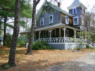 HURDL - East Chop - Walk to Town, Wifi, A/C all bedrooms - Oak Bluffs vacation rentals