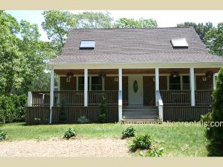 GAUDS - Immaculate Cape, Central A/C, Wifi Internet, Porch and Deck - Edgartown vacation rentals