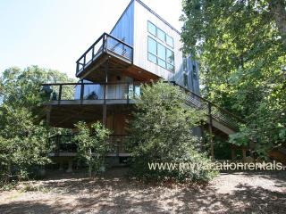 COHEC - Longview Contemporary, A/C, WiFi, Close to Lambert's Cove Beach - West Tisbury vacation rentals
