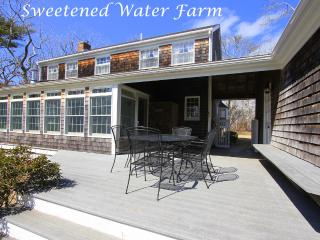 CLEME - Sweetened Water Farm, 1 Mile from Village Center, Bike or Walk to Town, WiFi - Edgartown vacation rentals