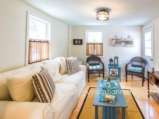 HODGO - ADORABLE, RECENTLY RENOVATED COTTAGE, WALK TO TOWN,  BEACH and FERRY - Oak Bluffs vacation rentals