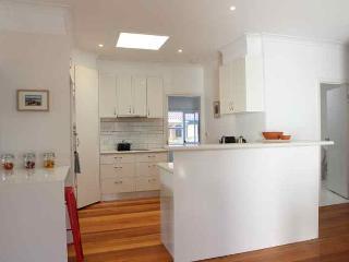 50, Torquay's new 4 bed boutique beach retreat - Torquay vacation rentals