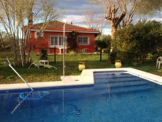 Cozy cottage 8 km from the city center. Private swimming pool  Wifi - Seville vacation rentals