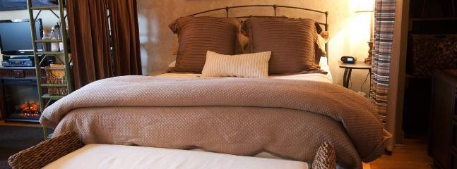 Kara's Kottages - Pine Cone Kottage - Kalamazoo vacation rentals
