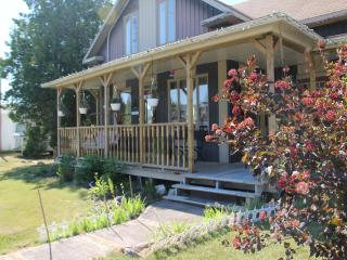 GITE DAME CLO Bed & Breakfest  Grey room - Lac-Bouchette vacation rentals