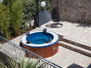 Lovely 3 bedroom Stomorska Villa with Internet Access - Stomorska vacation rentals