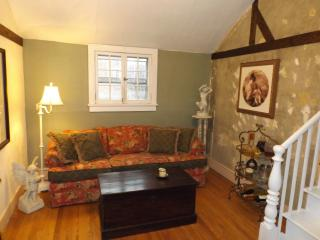 Cottage apartment center of Rhinebeck Village - Hudson Valley vacation rentals