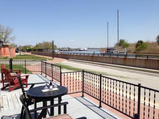 1 bedroom Condo with Deck in Delaware City - Delaware City vacation rentals