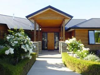 Wanaka Alpine Lodge - Boutique Accommodation-8 pax - Wanaka vacation rentals
