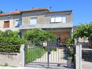 Apartman Radunić B(2+2) - Kastel Stari vacation rentals
