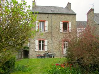 C005: Charming cottage with garden in Dinan - Dinan vacation rentals