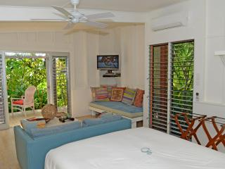 Perfect 1 bedroom Villa in Mission Beach with A/C - Mission Beach vacation rentals