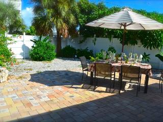 Lovely Cottage with Internet Access and Washing Machine - Treasure Island vacation rentals