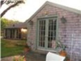 Romantic 1 bedroom Yarmouth Port Cottage with Internet Access - Yarmouth Port vacation rentals