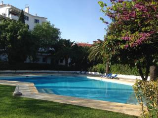 Estoril Living: 3BR  in private condo FREE WIFI - Estoril vacation rentals