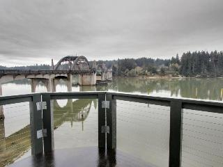Gorgeous riverfront rental with excellent views and large private deck! - Florence vacation rentals