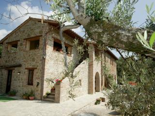 Casa Fontana Umbria Peaceful Rental for 2+ pool - Tavernelle vacation rentals