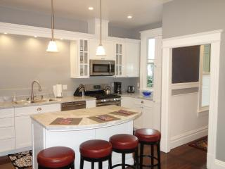 NBFS0591 North Beach 3 bedroom 1 bath with parking - San Francisco vacation rentals